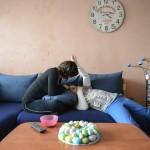 Benkő Mónika (b) 12 éves autista fiával, Balázzsal bajai otthonukban 2016. március 8-án. Az édesanya magyar és angol szakos tanárként teljes állásban dolgozik a bajai III. Béla Gimnáziumban. Attól a perctől kezdve, hogy látta, Balázs más, mint a többiek, egyértelművé vált számára, hogy saját élete arról kell szóljon, hogy gyermekét segítse minden lehetséges módon.<br /> MTI Fotó: Komka Péter