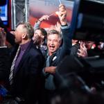Az Osztrák Szabadságpárt (FPÖ) tagjai ünneplik az FPÖ jelöltjének, Norbert Hofernek a jó szereplését a párt bécsi székházában 2016. április 24-én, az osztrák elnökválasztás napján. (MTI/EPA/Filip Singer)
