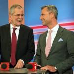 Alexander Van der Bellen, a Zöld Párt (b) és Norbert Hofer, az Osztrák Szabadságpárt (FPÖ) államfőjelöltje egy választási műsorban, Bécsben 2016. április 24-én, az osztrák elnökválasztás napján. (MTI/EPA/Christina Bruna)