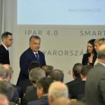 Orbán Viktor miniszterelnök (b2) és Varga Mihály nemzetgazdasági miniszter érkezik A jövő autói című konferenciára a Budapesti Műszaki és Gazdaságtudományi Egyetemen 2016. május 19-én.<br /> MTI Fotó: Szigetváry Zsolt