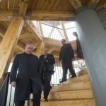 Fazekas Sándor földművelésügyi miniszter (b) a kilátóban a Guckler Károly-kilátóközpont és a Hármashatár-hegyi turistaház ünnepélyes átadásán 2016. július 14-én. Jobbról Zambó Péter, a Pilisi Parkerdő Zrt. vezérigazgatója (j2) és Bitay Márton Örs, a Földművelésügyi Minisztérium állami földekért felelős államtitkára (j).<br /> MTI Fotó: Mohai Balázs