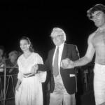 Szeged, 1990. augusztus 4.<br /> Sütő András (k) A szuzai mennyegző című művének bemutatója végén a szegedi Dóm téren. Mellette Kováts Adél Éanna (b) és Kaszás Géza Parmenion szerepében (j).<br /> MTI Fotó: Ilovszky Béla