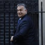 Orbán Viktor miniszterelnök a Theresa May brit kormányfővel tartott megbeszélésüket követően a londoni kormányfői rezidencia, a Downing Street 10. előtt 2016. november 9-én. (MTI/AP/Matt Dunham)