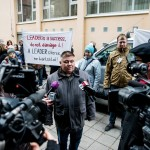 Finta István, a Leader Egyesületek Szövetségének elnöke nyilatkozik a sajtó képviselőinek a szövetség demonstrációján az Európai Bizottság Magyarországi Képviselete előtt a fővárosban, a II. kerületi Lövőház utcában 2016. december 19-én. A tiltakozók szerint a Brüsszelben hozott bürokratikus intézkedések ellehetetlenítik a magyarországi Leader programot, amely a közösségvezérelt helyi fejlesztéseket támogatja.<br /> MTI Fotó: Balogh Zoltán
