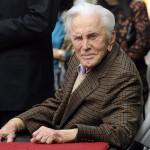 2011. március 1-én Los Angelesben készített kép Kirk Douglas amerikai színészről (MTI/EPA/Paul Buck)