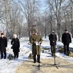 Papp Ferenc ezredes, a Honvédelmi Minisztérium Társadalmi Kapcsolatok Osztály vezetője beszél az I. világháborúban elesett magyar katonák emlékére állított, felújított emlékkereszt avatási ünnepségén az esztergomi Szent Anna temetőben 2017. január 20-án.<br /> MTI Fotó: Illyés Tibor