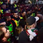 Rendőrök és tiltakozók a Parlament előtti Kossuth Lajos téren 2017. április 9-én. Az Oktatási szabadságot csoport Szabad ország, szabad CEU, szabad gondolat! címmel meghirdetett demonstrációja után többen a Parlament előtt maradtak. A demonstráción a nemzeti felsőoktatásról szóló törvény április 4-i módosítása ellen tiltakoztak, amely szerintük ellehetetleníti a Közép-európai Egyetem (CEU) magyarországi működését. Ezért arra kérik Áder János köztársasági elnököt, hogy ne írja alá az elfogadott törvényt.<br /> MTI Fotó: Marjai János