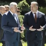Binali Yildirim török miniszterelnök (j2) fogadja Orbán Viktor magyar kormányfőt (j) a magyar-török kormányzati konzultáció előtt Ankarában 2017. június 30-án.<br /> MTI Fotó: Koszticsák Szilárd