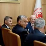 Orbán Viktor miniszterelnök (b2), mellette Semjén Zsolt nemzetpolitikáért felelős miniszterelnök-helyettes (háttal) megbeszélést folytat Ismail Kahraman török házelnökkel (k) Ankarában 2017. június 30-án.<br /> MTI Fotó: Koszticsák Szilárd