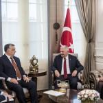 A Miniszterelnöki Sajtóiroda által közreadott képen Orbán Viktor miniszterelnök (b2) és Binali Yildirim török kormányfő (j2) megbeszélést folytat Ankarában 2017. június 29-én.<br /> MTI Fotó: Miniszterelnöki Sajtóiroda / Szecsődi Balázs