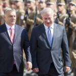 Orbán Viktor miniszterelnök (b) katonai tiszteletadással fogadja Benjámin Netanjahu izraeli kormányfőt Budapesten, a Parlament előtti Kossuth téren 2017. július 18-án.<br /> MTI Fotó: Mohai Balázs
