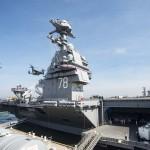Az amerikai haditengerészet által közzétett képen a világ legkorszerűbb repülőgép-hordozójának számító Gerald R. Ford nevű hajó, amelyet Donald Trump amerikai elnök állított szolgálatba a virginiai Norfolk haditengerészeti kikötőjében 2017. július 22-én. Az Egyesült Államok 38. elnökéről elnevezett új tervezésű, 335 méter hosszú nukleáris meghajtású hajó a repülőgépek fedélzeti indítására szolgáló legkorszerűbb elektromágneses katapultrendszerrel van felszerelve, és egyéb elektronikai felszereltségében is túlszárnyalja elődjeit. Első küldetése legkorábban 2020-ban esedékes. (MTI/EPA/Julio Martinez Martinez/Amerikai haditengerészet)