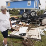 Rockport, 2017. augusztus 29.<br /> Egy férfi nézi a pusztítás nyomait a texasi Rockportban 2017. augusztus 28-án, három nappal azután, hogy a heves esőzéssel kísért Harvey hurrikán végigsöpört a texasi partvidéken. A trópusi viharrá szelídült hurrikán pusztításai nyomán Texas állam 62 megyéje vált katasztrófa sújtotta területté. (MTI/EPA/Darren Abate)