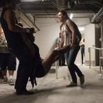 Sebesült férfit visznek a Las Vegas-i Tropicana szállodában, miután több embert meglőtt egy fegyveres (MTI/AP/Las Vegas Review-Journal/Chase Stevens)