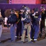 Rendőrök a Las Vegasban történt lövöldözés helyszínén (MTI/AP/John Locher)