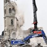 Lerombolják az észak-rajna-vesztfáliai Immerath templomát 2018. január 9-én, mert kell a hely az RWE német energetikai konszern Garzweiler külszíni lignitbányájának bővítéséhez. (MTI/EPA/Sascha Steinbach)