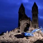 Lerombolják az észak-rajna-vesztfáliai Immerath templomát 2018. január 8-án, mert kell a hely az RWE német energetikai konszern Garzweiler külszíni lignitbányájának bővítéséhez. (MTI/EPA/Sascha Steinbach)
