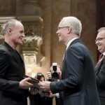 Frenák Pál táncművész, koreográfus átveszi a Magyarország Érdemes Művésze díjat (MTI-fotó: Koszticsák Szilárd)