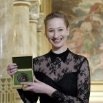 A Jászai Mari-díjjal kitüntetett Tenki Réka színésznő (MTI-fotó: Koszticsák Szilárd)
