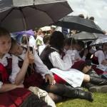 Csíksomlyó, 2014. június 7.<br /> Zarándokok a csíksomlyói búcsún tartott szentmisén a Kis- és Nagysomlyó-hegy közötti nyeregben (MTI-fotó: Koszticsák Szilárd)