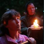 Csíksomlyó, 2001. június 8. Hajnali keresztút-járás a Kissomlyó-hegyen (MTI-fotó: T. Asztalos Zoltán)