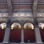 A mintegy 900 négyzetméter alapterületű középkori bazilika belső terét megidéző terem egyedülálló falfestményeinek megújításán majdnem hetven restaurátor dolgozott, 2500 négyzetméter falfelületet alkotott újjá<br /> (MTI/Máthé Zoltán)