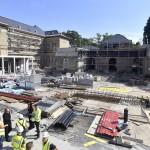 Az épület az ütemterv szerint 2018 végére elkészül és megkezdődhet a műtárgyak beköltöztetése, restaurálása. A központ a Szépművészeti Múzeum, a Nemzeti Galéria és a Néprajzi Múzeum háttérintézménye lesz<br /> (MTI/Máthé Zoltán)