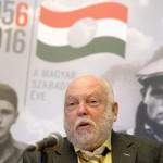 Andy Vajna, a filmipar megújításáért felelős kormánybiztos beszél, mielőtt együttműködési megállapodást ír alá Schmidt Máriával, az 1956-os forradalom és szabadságharc emlékéve koordinálásáért felelős kormánybiztossal, a Terror Háza Múzeum főigazgatójával a múzeumban 2016. május 3-án (Fotó: MTI/Kovács Tamás)