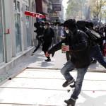 Tüntetések voltak a francia fővárosban a munka ünnepén (Fotó: EPA/Ian Langsdon)
