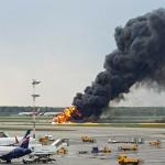A Riccardo Dalla Francesca által közreadott képen egy repülőgép lángol a moszkvai Seremetyevói repülőtéren (Fotó: MTI/AP/Riccardo Dalla Francesca)
