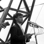 Budapest, 1989. június 16.<br /> Orbán Viktor egyetemi hallgató a magyar ifjúság nevében beszél Nagy Imre és mártírtársai temetésén a Műcsarnok előtti ravatalnál. A gyásznapon, 1989. június 16-án Nagy Imrére és sorstársaira emlékeztek a Hősök terén, ahol a felállított ravatalnál az ország népe róhatta le tiszteletét, elhelyezve a kegyelet virágait a mártírok koporsói előtt. Ezután a Rákoskeresztúri Új Köztemető 301-es parcellájában helyezték örök nyugalomra az elhunytakat (Fotó: MTI/Tóth István Csaba)