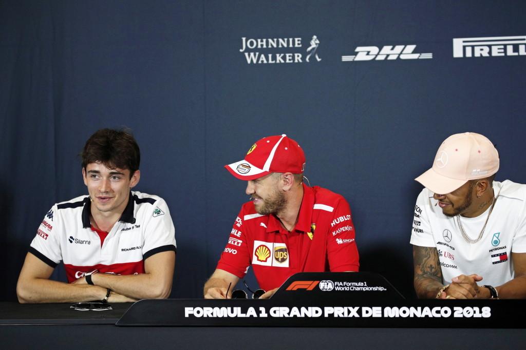 Hamilton már várja, mire megy Leclerc Vettellel