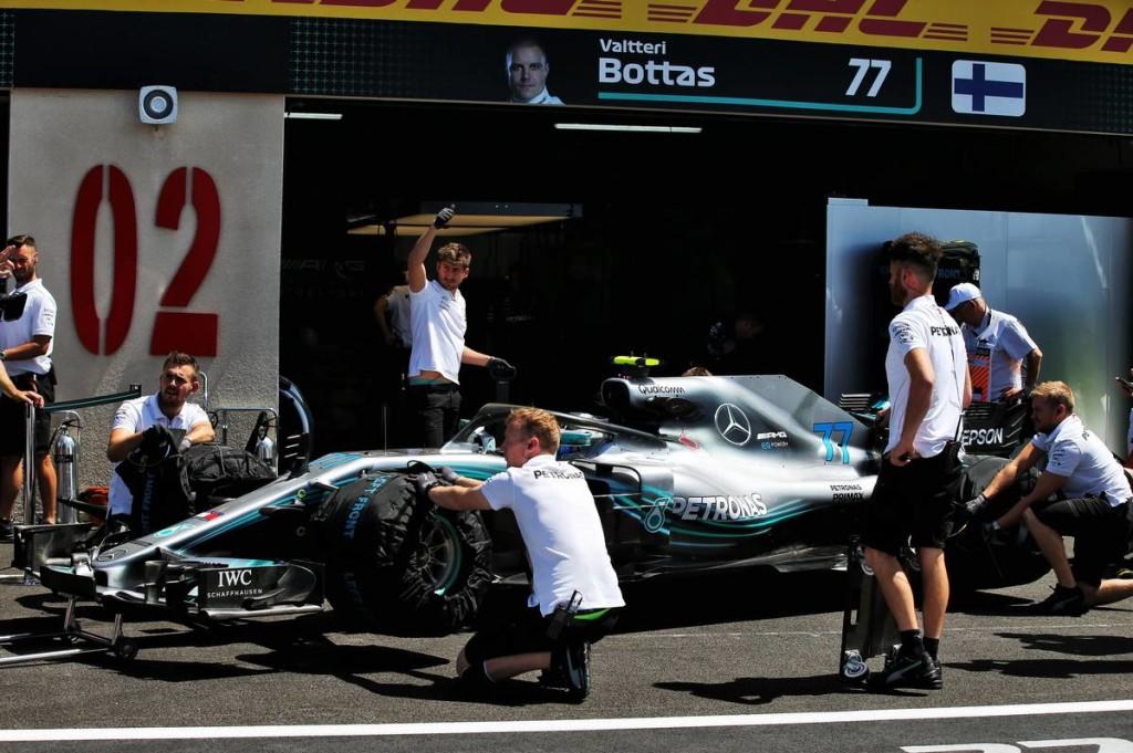 Veszélyben a Mercedes szerelői?