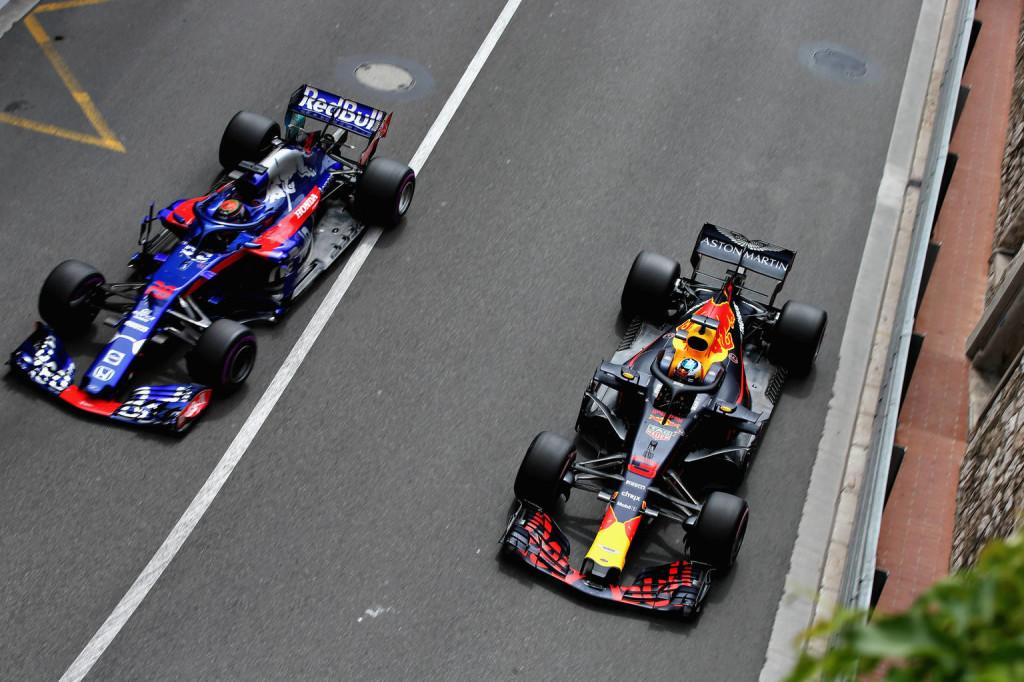 A Red Bull szidja a Renault-t – de mitől lesz jobb a Hondával?