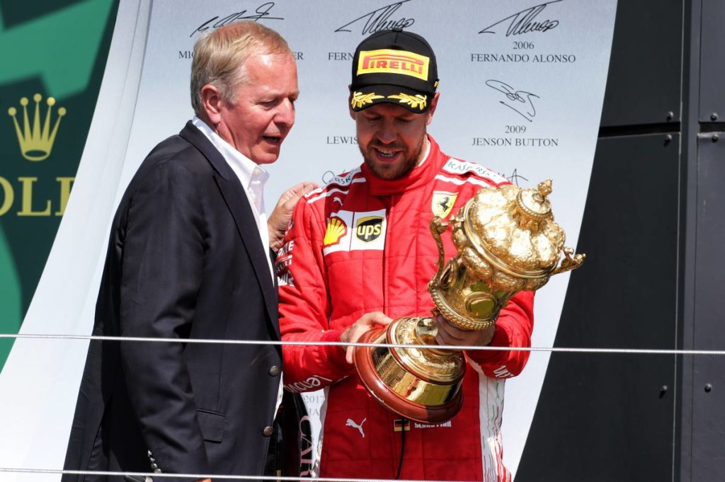 Hiányosság a trófeán – Vettel egyből kiszúrta!