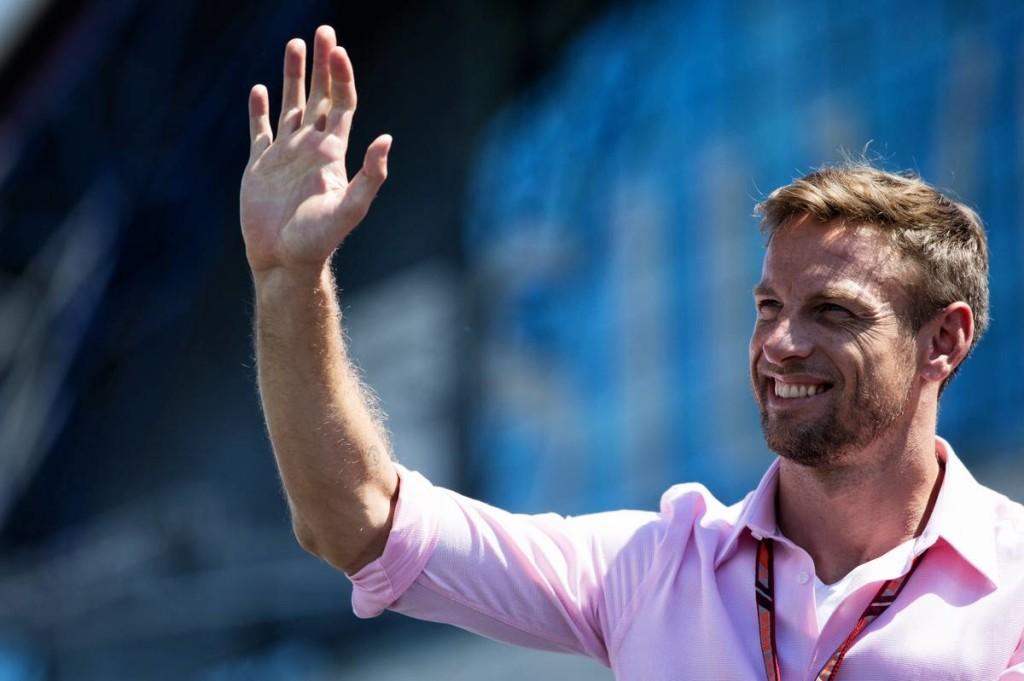 A Mercedes DTM-csapata szabadkártyát adna Buttonnak