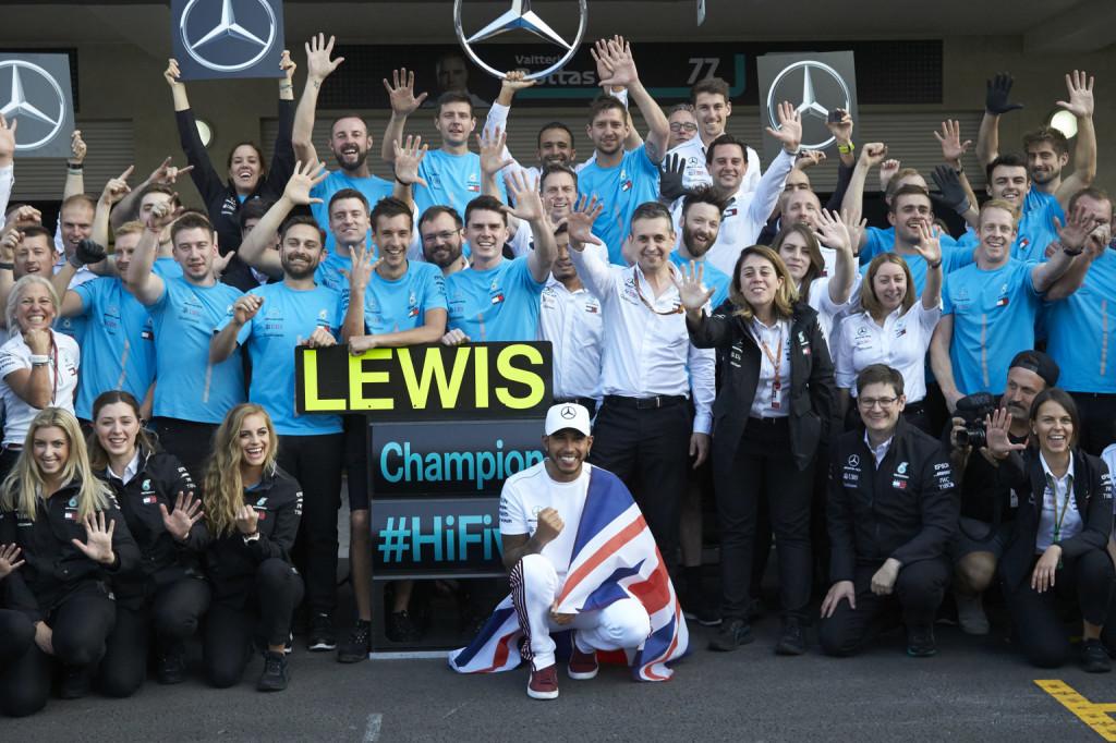 A Mercedes és Hamilton is a Laureus-jelöltek között
