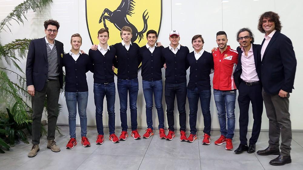 Mick Schumacher első napja a Ferrari-gyárban (képekkel)