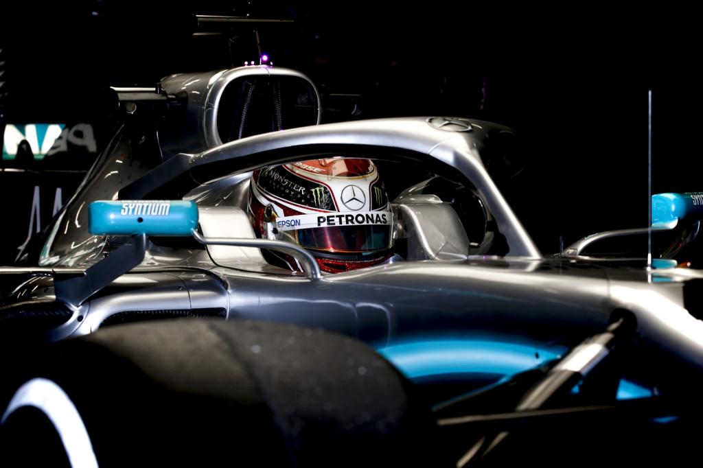 Hidegen hagyja Hamiltont a Ferrari korai villogása