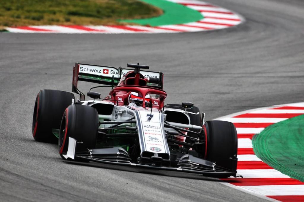 Räikkönen a hét idejével letaszította az élről a Ferrarit