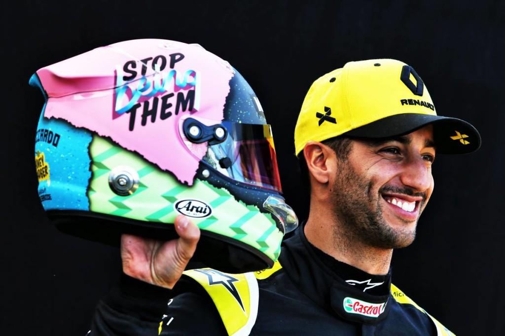 Nem a Red Bullnak szólt be sisakjával Ricciardo