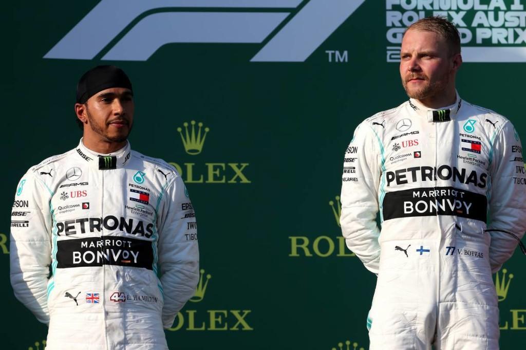 Hamilton: Fontosabb a Ferrari legyőzése, mint a vereség Bottastól