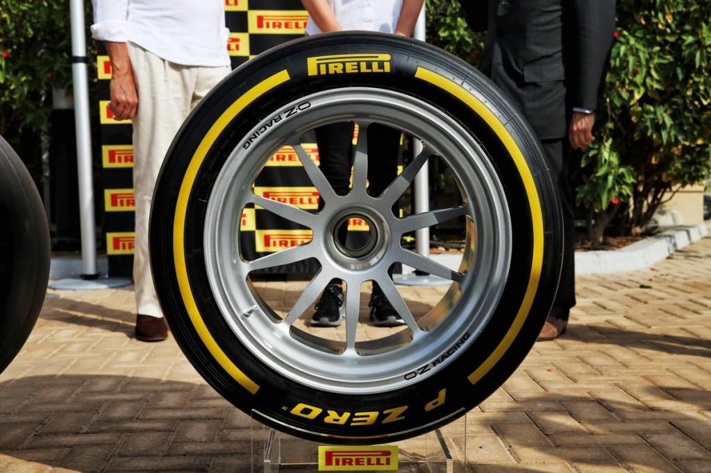 A Pirelli is elhalasztotta tesztjeit