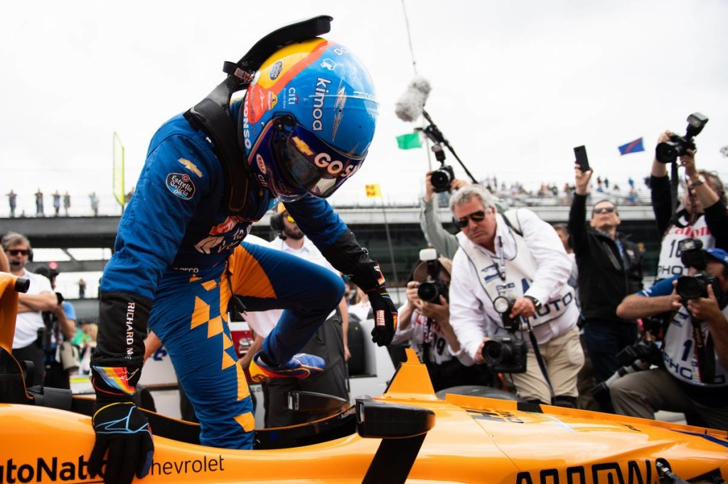 Bohózatba illő bakikkal égette le magát a McLaren – mit lép Alonso?