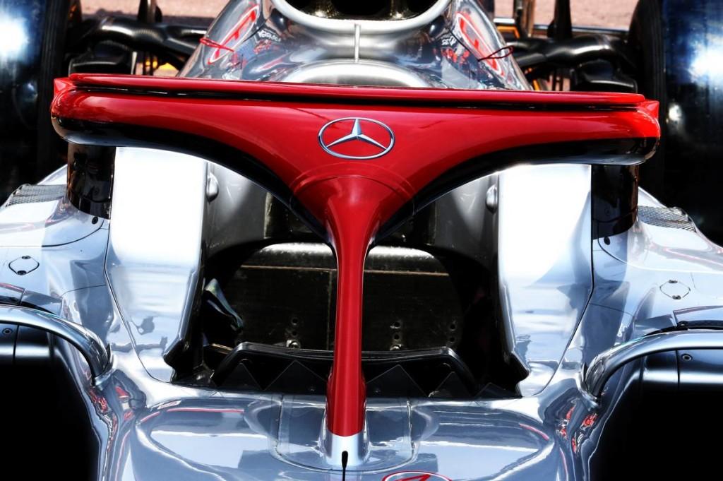 Piros glóriával tiszteleg a Mercdes Lauda előtt