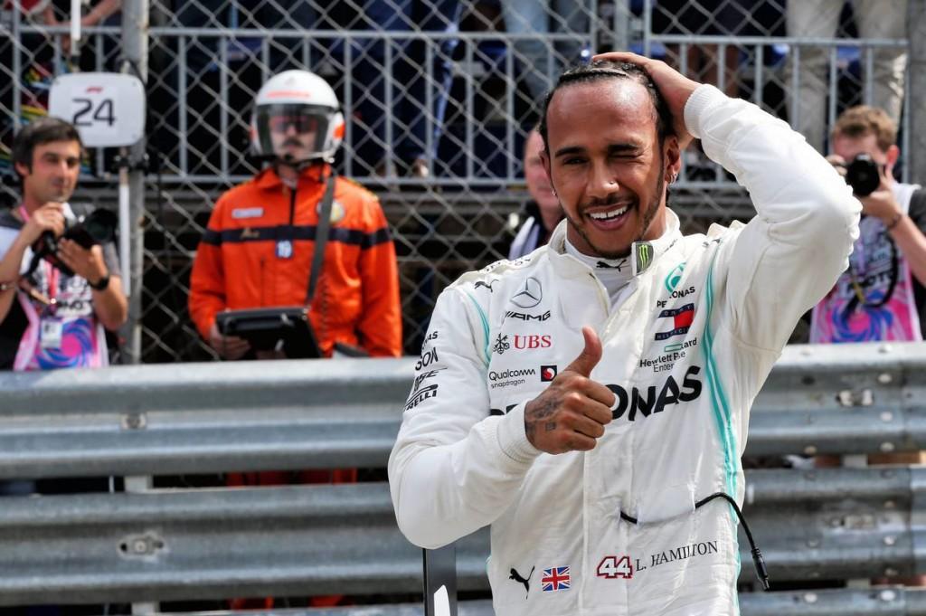 Nagy csattanóval Hamiltoné a pole – Leclerc-t kiejtette a Ferrari