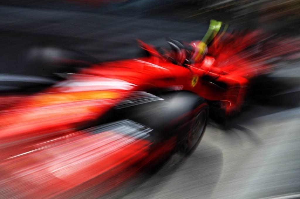 Nem létező csatáért kockáztatta Leclerc kiesését a Ferrari