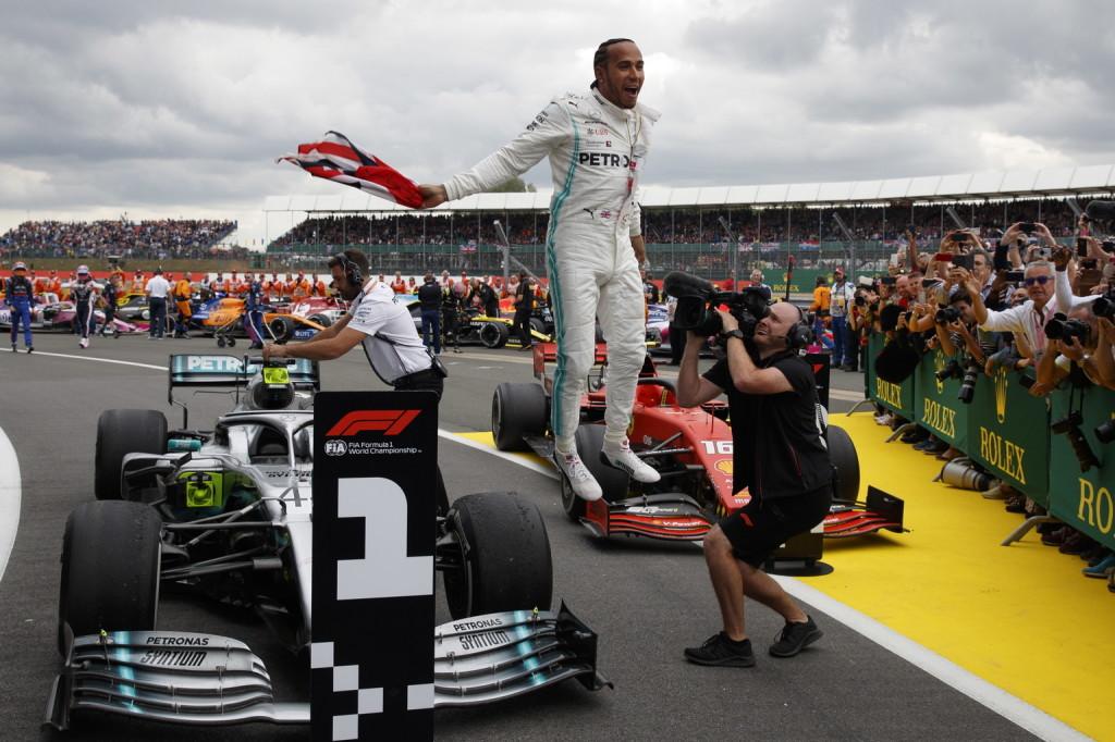 Hamilton karmesterként vezényelte a Mercedes stratégiáját