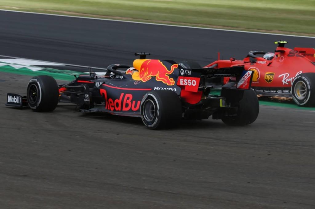 Végre kemény versenyzés – de az FIA tagadja, hogy elnézőbbé vált