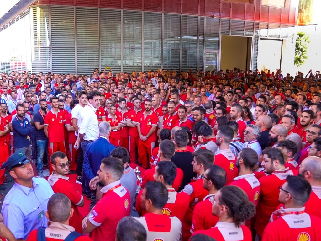 Az egész Ferrari Leclerc-t ünnepelte, Vettel telefonon jelentkezett